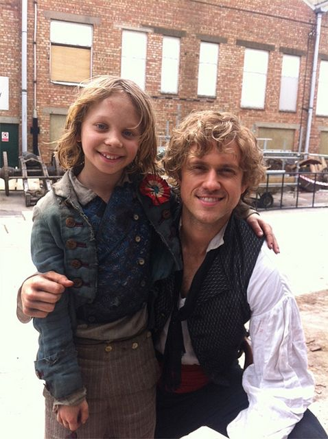 Aaron Tveit & Daniel Huttlestone -- awesome interview - details about the final moments of Enjolras and Grantaire and how Hadley played it...