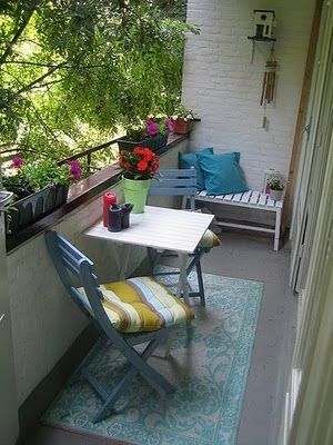 Chairs, table and small bench #balcony