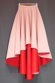 Scuba Skirt made of Neoprene look fabric, what is thick and extra smooth. Pockets on the side. Front length 55cm, back length 85cm.Color nude and red inside.Estimated delivery date for this Skirt 26. marc.