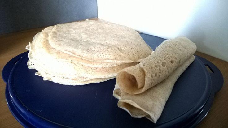 INJERRA - ethiopian bread - Ingrediënten: 3 kg bloem: 2 kg zelfrijzende bloem en 1 kg tarwebloem 1 blokje gist 2 kopjes teffbloem Bereiding: De bloem in een tefalpan bruin kleuren. Met een lepel of spatel roer je de bloem om.…