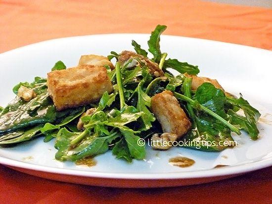 Πράσινη Σαλάτα με Σπανάκι, Ρόκα, Χαλούμι σε γλυκιά σως με μπαλσάμικο και μουστάρδα