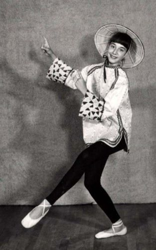 Fun-50s-Dance-photo-w-black-leggins-and-asian-costume-Dancer