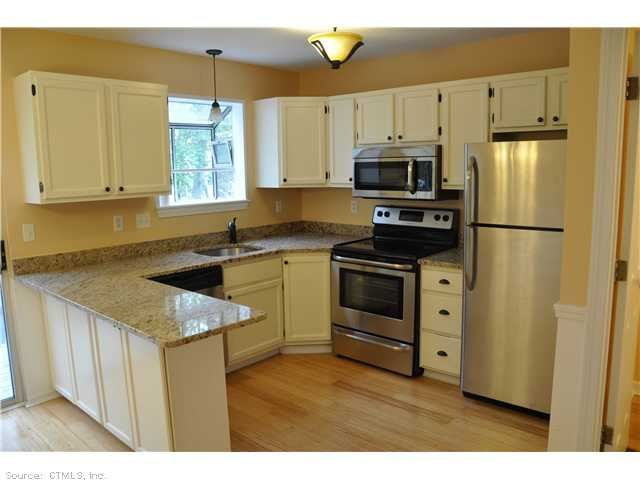 199 Oakland St #E, Manchester, CT 06042 — PRICE REDUCED! Completely remodeled 2BD 1.5 bath Townhouse; New roof; Granite countertops; SS appls; new hardwood floors; new carpet; add 400sq.ft. in finished bsmt; Walk to shops/bus. Perfect for first time buyers! #remodeledcondo #condosinManchester