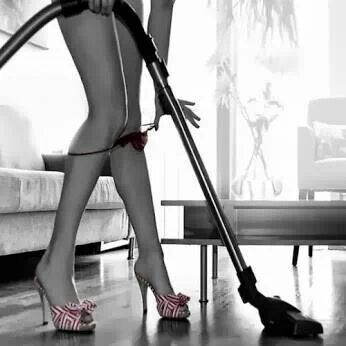 nude-girl-vacuuming