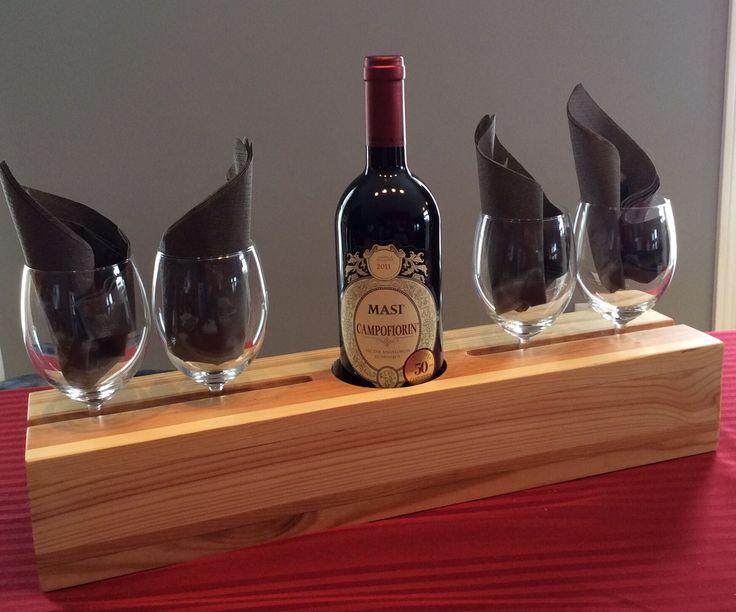 Service de verres et bouteille de vin