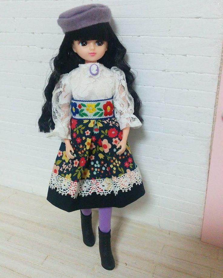 アナスイぽいお洋服👗    手持ちのテープが黒系なくて花柄が目立つけどもう作っちゃったから仕方ない😂    #リカちゃん#licca#ハンドメイド  #handmade#ファッション#fashion#アナスイ 風#趣味
