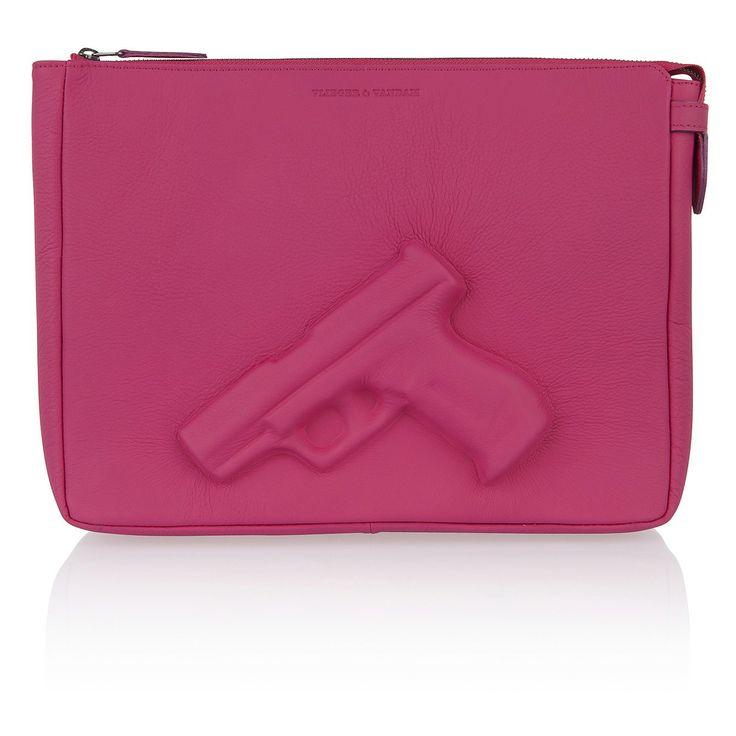 Je pistool bij je dragen in stijl? Met deze roze laptoptas blijft iedereen bij je uit de buurt.