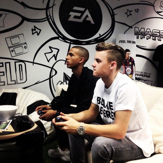 Dioni Jurado Gomez And Cassius regilio verbond playing FIFA 15