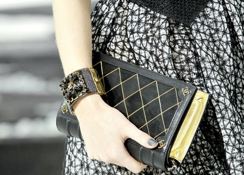 book clutch: Chanel Bags, Book Bags, Chanel Book, Book Pur, Book Clutches, Fashion Style, Chanel Clutches, Clutches Bags, Bookclutch
