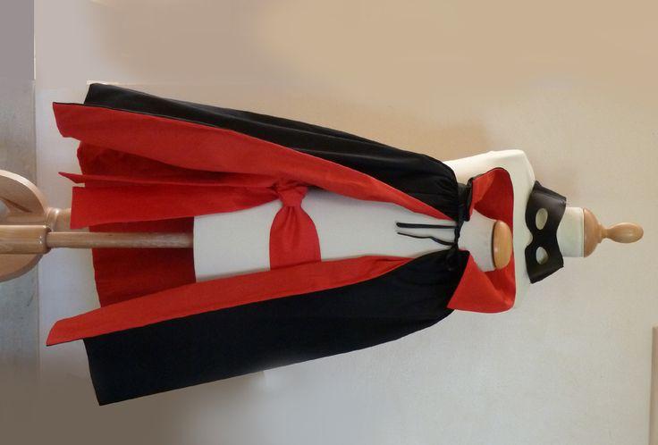 Une maman m'a demandé pour son petits graçon un déguisement de Zorro. J' ai tout de suite pensé au Zorro de mon enfance, celui qu'on ne voit qu'en noir et blanc. je ne suis pas si âgée que ça mais le seul Zorro que je connaisse est celui des épisodes...