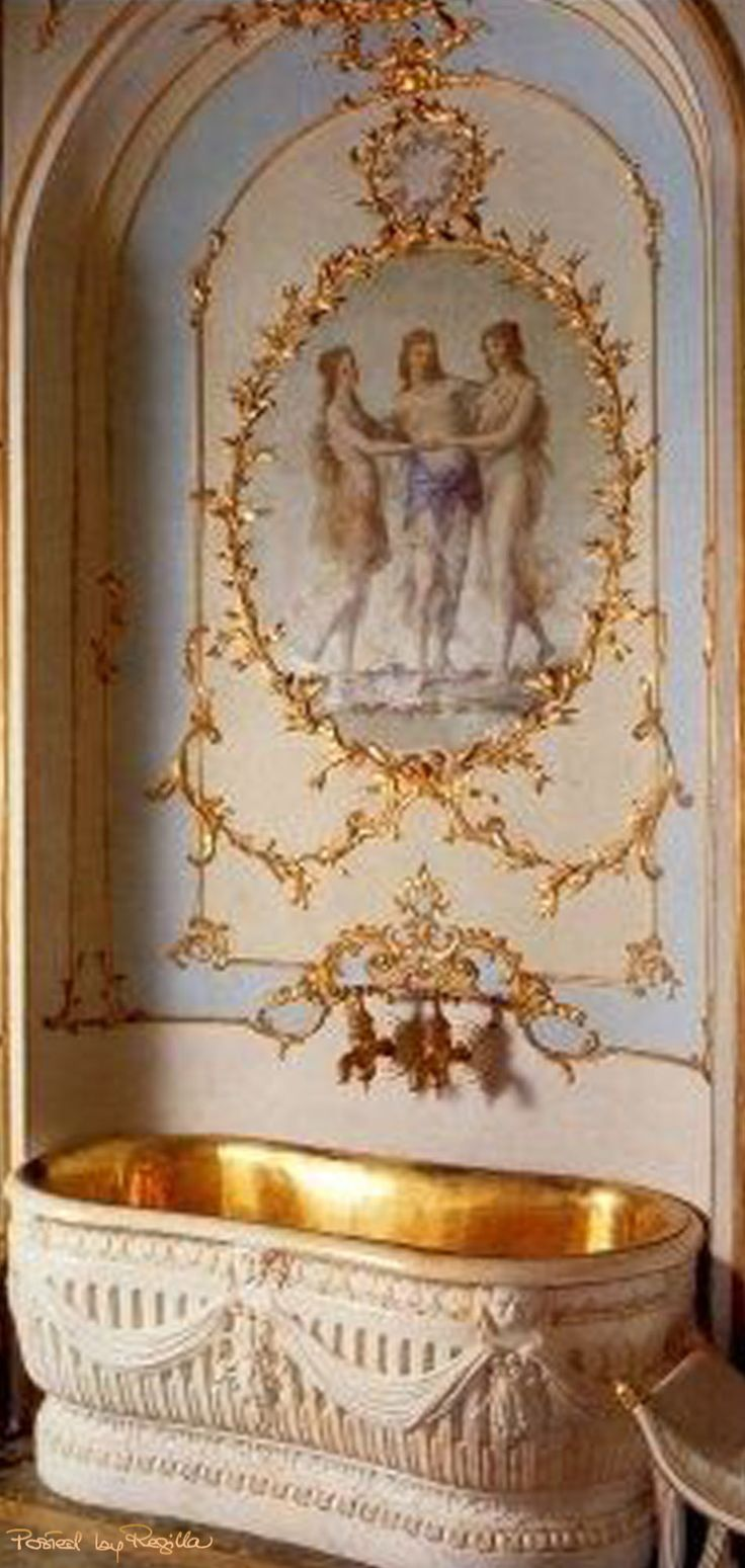 Regilla ⚜ Spectacular bathtub made for Maria Carolina of Austria, Queen of Naples and Sicily by Filippo Pascale in the second half of the XVIII sec. Located in the Royal Palace of Caserta in Italy.
