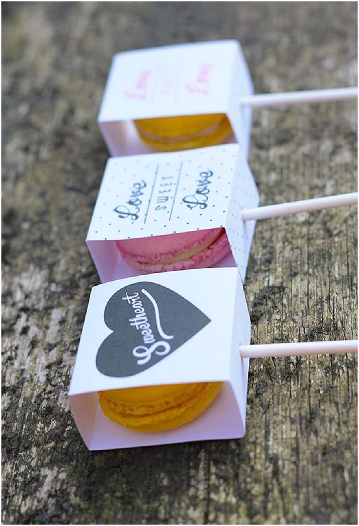 Do Me a Favour: Macaron Posh Pops for place settings