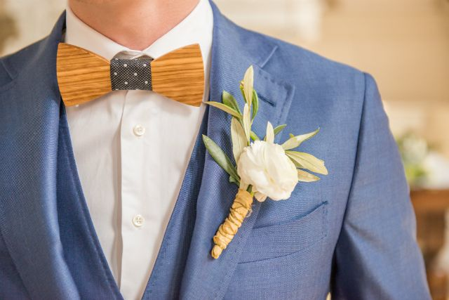 bruidegom pak blauw houten strik vlinderdas