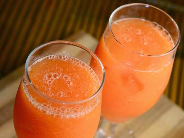 eniaftos: Recipe: Powerful Anti-Inflammatory juice with papaya, pineapple, kale and cilantro