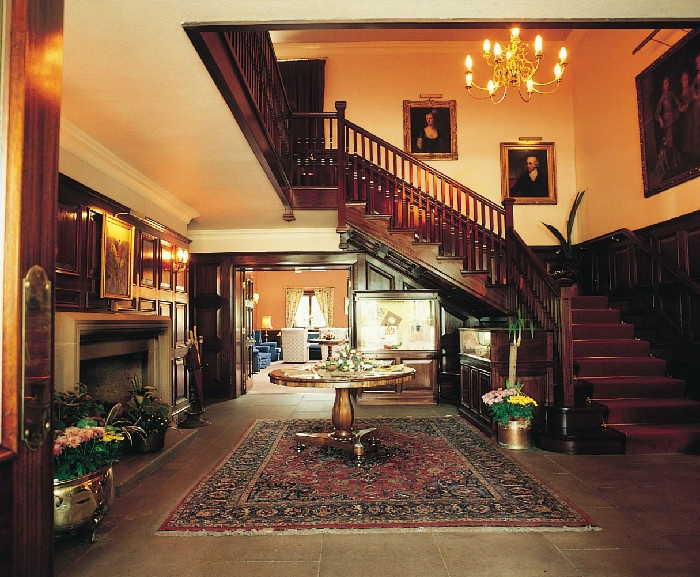 This sweeping staircase is in the Quorn Country Hotel in Leicestershire. The wedding venue sits on the banks of the River Soar.