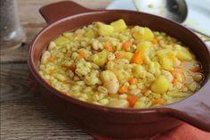 Zuppa di cannellini, orzo e patate allo zafferano | #vegan #vegetarian