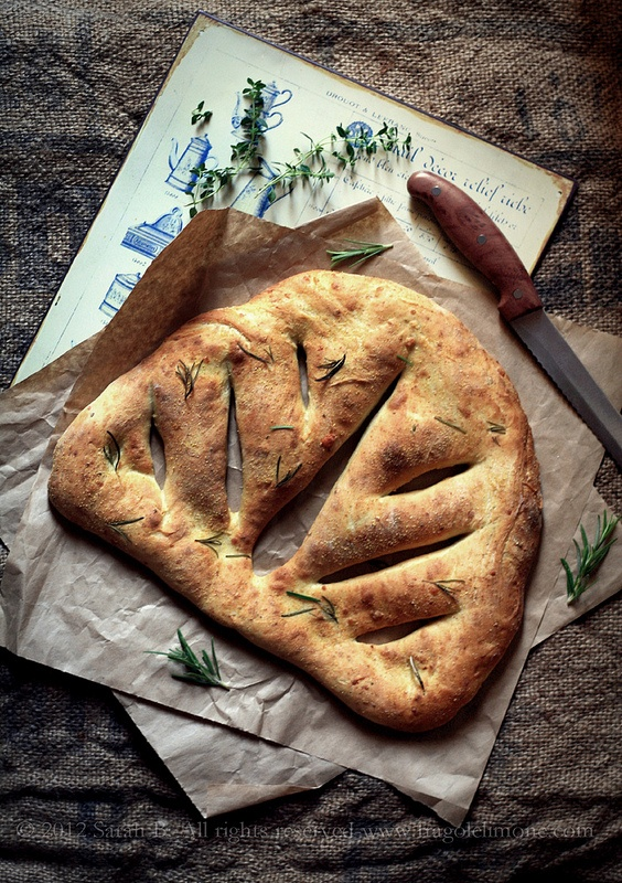 """""""fougasse"""", typical provencal bread with gruyere & rosemary recipe (translation needed)"""