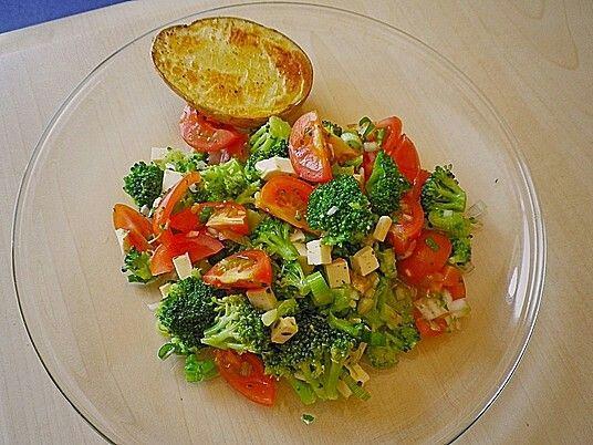 Bunter brokkolisalat (roh über nacht)