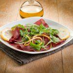 Salade au carpaccio de bœuf et radis