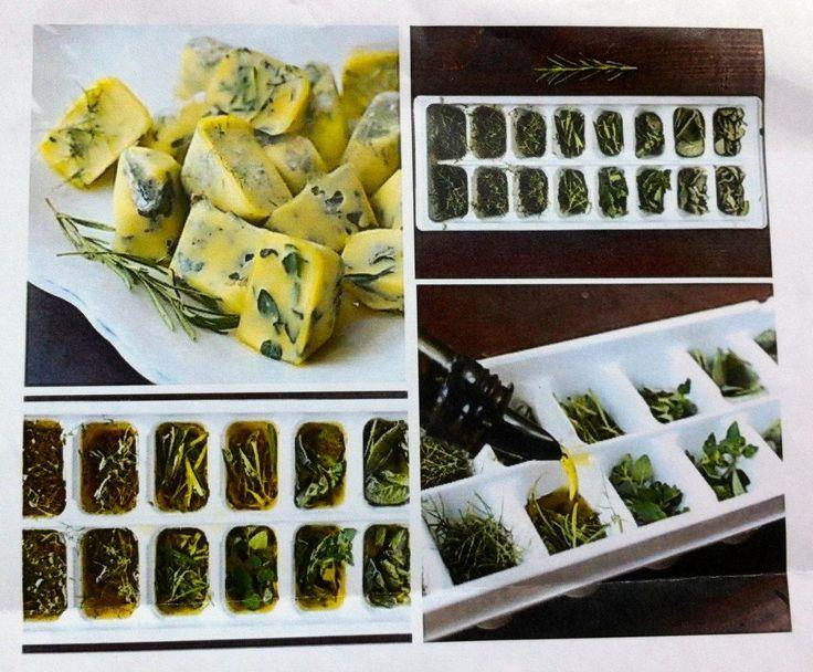 Cubre dos tercios de la cubitera con hierbas frescas y rellena el tercio restante con aceite de oliva. Lleva la bandeja al congelador durante la noche.