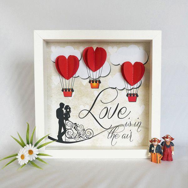 3D Objektgraphik. Love is in the air. Handmade. Geschenk für einen Liebesbeweis wie z.B. Valentinstag, zur Hochzeit, Geburtstag, zu Weihnachten usw. Wenn Ihr mehr von den 3D Objektgraphiken sehen wollt, geht einfach auf meine Shop-Hauptseite oder gebt im Suchbegriff die Worte ( 3D Objektgraphik ) ein, dann erhaltet Ihr alle angezeigt. Für Liebe, Glück, Hochzeit, Geburtstag, Einladungen, Freunde, Danksagung, Begeisterung usw.