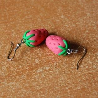 Çilekli Küpe #tarz #original #interesting #tasarım #moda #tasarımcı #design #style #fashion #strawberry #küpe #ear #earring #ring #pink #green #yummy #minimal