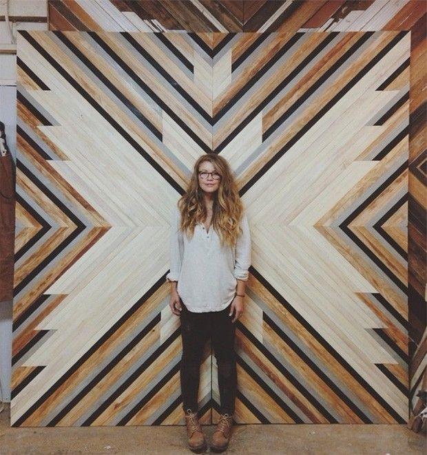Originaire de Los Angeles, Aleksandra Zee, artiste ébéniste, vit et travaille aujourd'hui à San Francisco. Elle récupère des lattes de bois, les travaille, les assemble pour créer des tableaux complexes et graphiques.  Journal du design.fr
