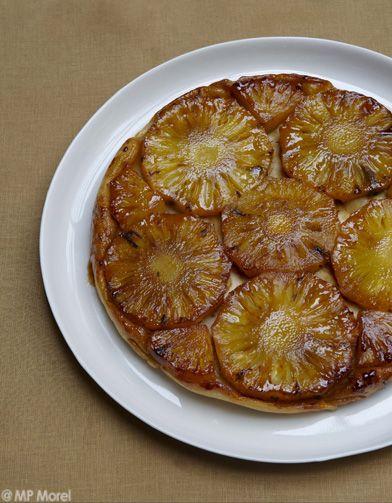 Recette tatin d'ananas : 1. Allumez le four à 180°C (th. 6). Beurrez un moule à manqué de 24 cm de diamètre.2. Pelez l'ananas et coupez-le en tranches ...