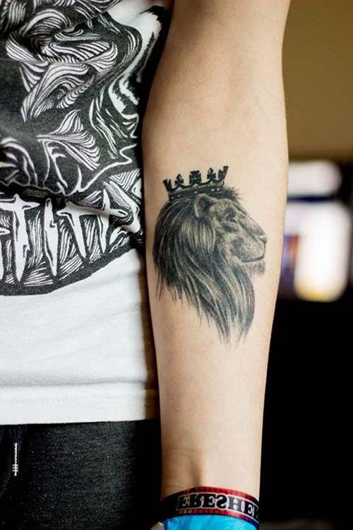 forearn king lion tattoo with crown taçlı kral aslan dövmesi