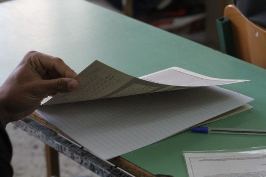 Βόμβα ΣτΕ για τις Πανελλαδικές: Ενστάσεις και αλλαγές   - Η Έκθεση δημιουργεί πονοκέφαλο και μπαίνει στο επίκεντρο - Αντισυνταγματική η βαθμολόγηση της Έκθεσης ως μαθήματος γενικής παιδείας με τον ίδιο συντελεστή βαρύτητας με κάποιο μάθημα κατεύθυνσης - Ζητάει να ακυρωθεί ως παράνομη η υπουργική απόφαση που τον περασμένο Αύγουστο επικύρωσε τους πίνακες εισακτέων σε ΑΕΙ-ΤΕΙ για το ακαδημαϊκό έτος 2016-2017 - Τι θα συμβεί με τις ειδικές κατηγορίες   Τα πάνω - κάτω στο σύστημα εισαγωγής στην…