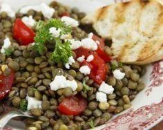 Salade de lentilles à la feta spéciale coupe-faim : http://www.fourchette-et-bikini.fr/recettes/recettes-minceur/salade-de-lentilles-la-feta-speciale-coupe-faim.html