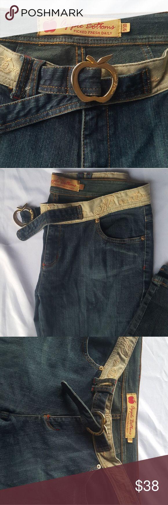 Women's Apple Bottom Jeans size 9/10 Nice Apple Bottom Jeans size 9/10 With Gold Metal Apple Buckle Apple Bottoms Jeans Boot Cut