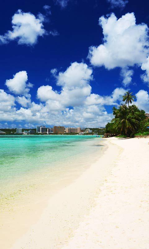 グアムにあるタモン湾。日頃の疲れを、綺麗なビーチで癒されたい。
