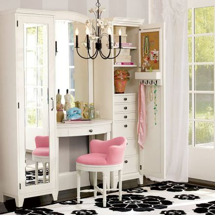 Modelo de Penteadeira: Spaces, Vanities Area, Idea, Dreams Houses, Makeup Vanities, Dresses Tables, Pink Chairs, Closet, Girls Rooms