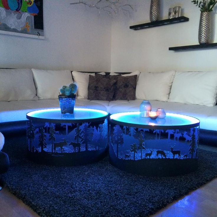 Super lækre sofaborde med matteret glasplade.  3 forskellige vildtmotiver rundt bordet.  Med eller uden lys.  Måler 65 i diameter 35 i højden. Pris 4499.- pr stk
