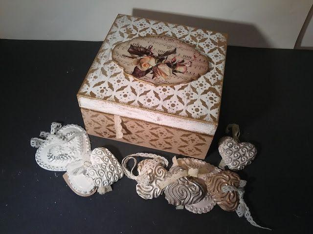 Drzewko poziomkowe: 100 komunijnych serduszek w pudełeczkach decoupage...
