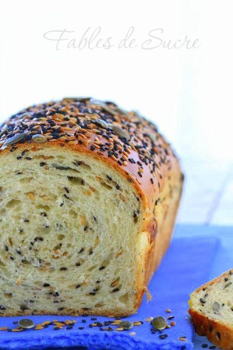Pan bauletto con lievito madre ai cereali. Con farina multi cereali, un sacco di semini così profumati e saporiti per le vostre fantastiche colazioni.