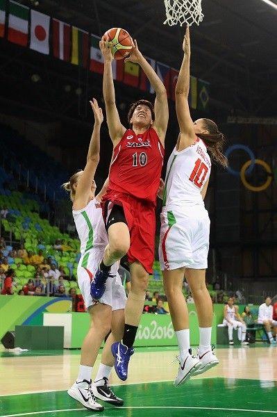 """五輪参加チームの中では平均身長で劣る日本。しかし、その機動力を生かした日本にしかできない""""ジャパンズウェイ""""を見せた【Getty Images】"""