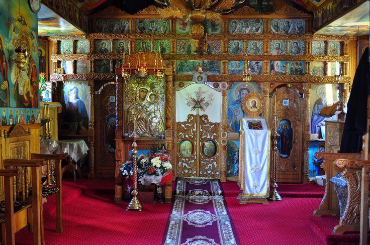 """Schitul Daniil Sihastrul se află între Mănăstirea Sihăstria şi Schitul Sihla. La 2 Km de Schitul Sihla se află o culme abruptă de munte cu stânci golaşe şi mici peşteri, numită """"Râpa lui Coroi"""", în care se nevoiau sihaştrii cei mai râvnitori. Râpa se numeşte aşa din anul 1763, când s-a prăbuşit în această prăpastie un oarecare dregător din sfatul ţării, anume Ioan Coroi, la o vânătoare de cerbi."""