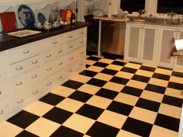 traditional checkerboard look for a kitchen. http://www.designingyourperfecthouse.com