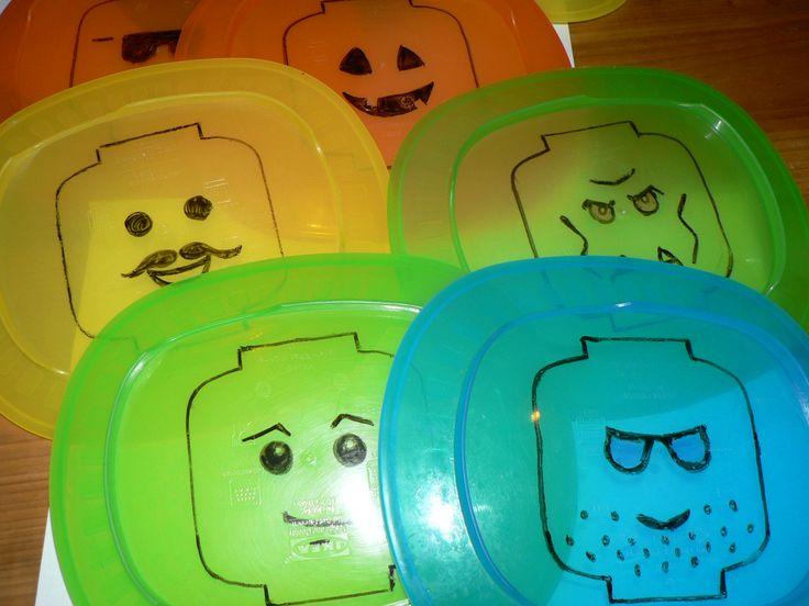 LEGO plastic dish for party.  Műanyag LEGO tényér bulihoz.
