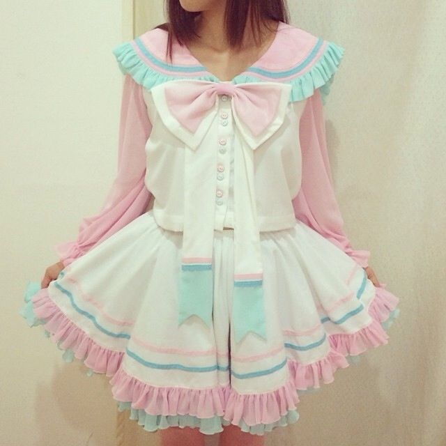 headbutbaby: sugar-honey-iced-tea: Ok, edit, this is from Alicexalice I had to double check on Facebook! I love this dress