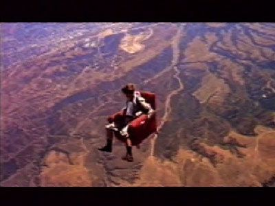 Read more: https://www.luerzersarchive.com/en/classic-spot-of-the-week/2010-5.html Armchair In this 1998 commercial the excitement of watching a Sony TV is likened to that of plummeting out of an airplane in an armchair. To achieve the commercial´s spectacular look a skydiver was in fact strapped into an armchair and thrown out of a helicopter over California. Tags: Mike Bowles,Jerry Hollens,Rose Hackney Barber, London,Daniel Barber,Sony Widescreen TV,DDB, London