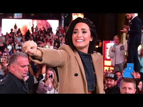 Demi Lovato Celebrates Album Release With Surprise Concert & Strip Club Appearance – YouTube