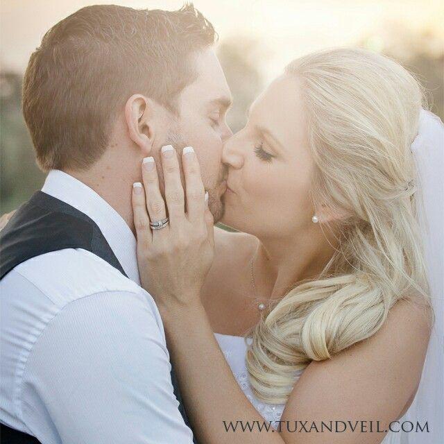 Romantic gorgeous backlit sunset wedding photography Bride and Groom #brideandgroom #wedding #tuxandveil