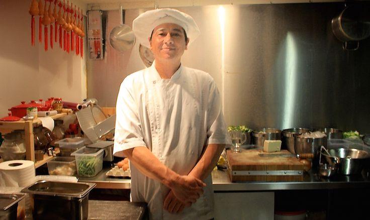 Chefkok Xuebao Cao kookte al zes jaar in het eethuis aan de Pannekoekstraat dat nu hij eigenaar werd een subtiele naamswijziging onderging: Beijing Bao.