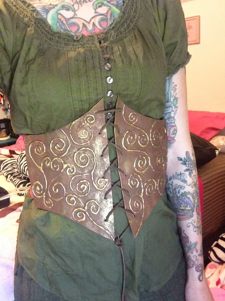 GLITZY GEEK GIRL: Tutorial: Faux Corset made out of craft foam $2 !!