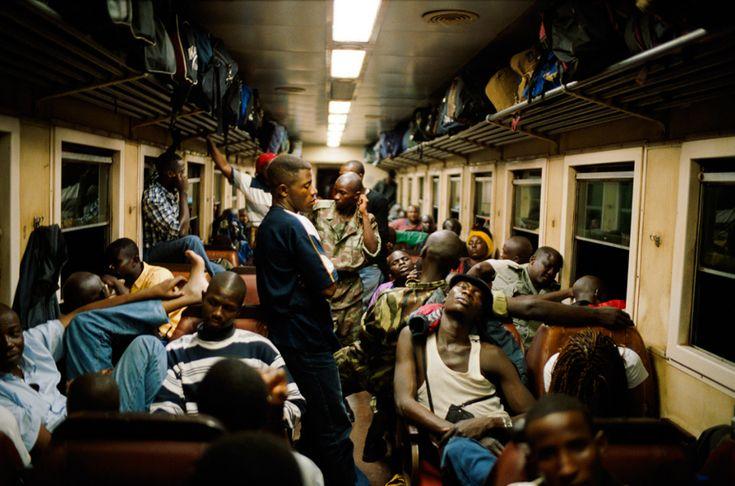 Ho preso il treno a Yaoundé per avvicinarmi alla frontiera col Niger. Abbiamo viaggiato tutta la notte fino ad arrivare a Ngaoundéré. - (Olivier Jobard)