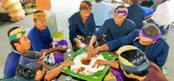 Tradisi Megibung Bali Perteguh Kebersamaan dan Budi Pekerti Luhur