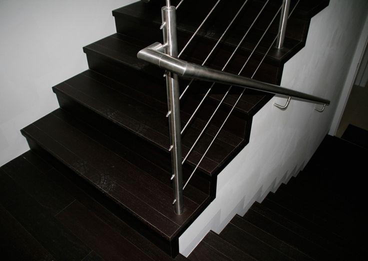 Wenge - schodiště